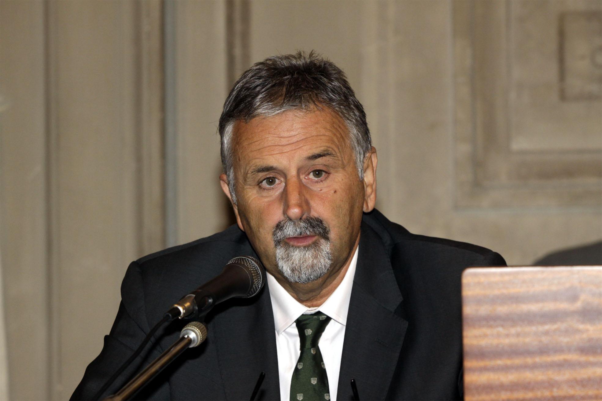 Ceccarelli segnala a Toninelli i disagi causati dal proliferare dei servizi Av