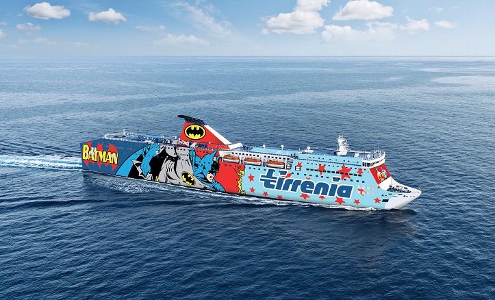 una delle navi Tirrenia utilizzate per il regalo alle donne