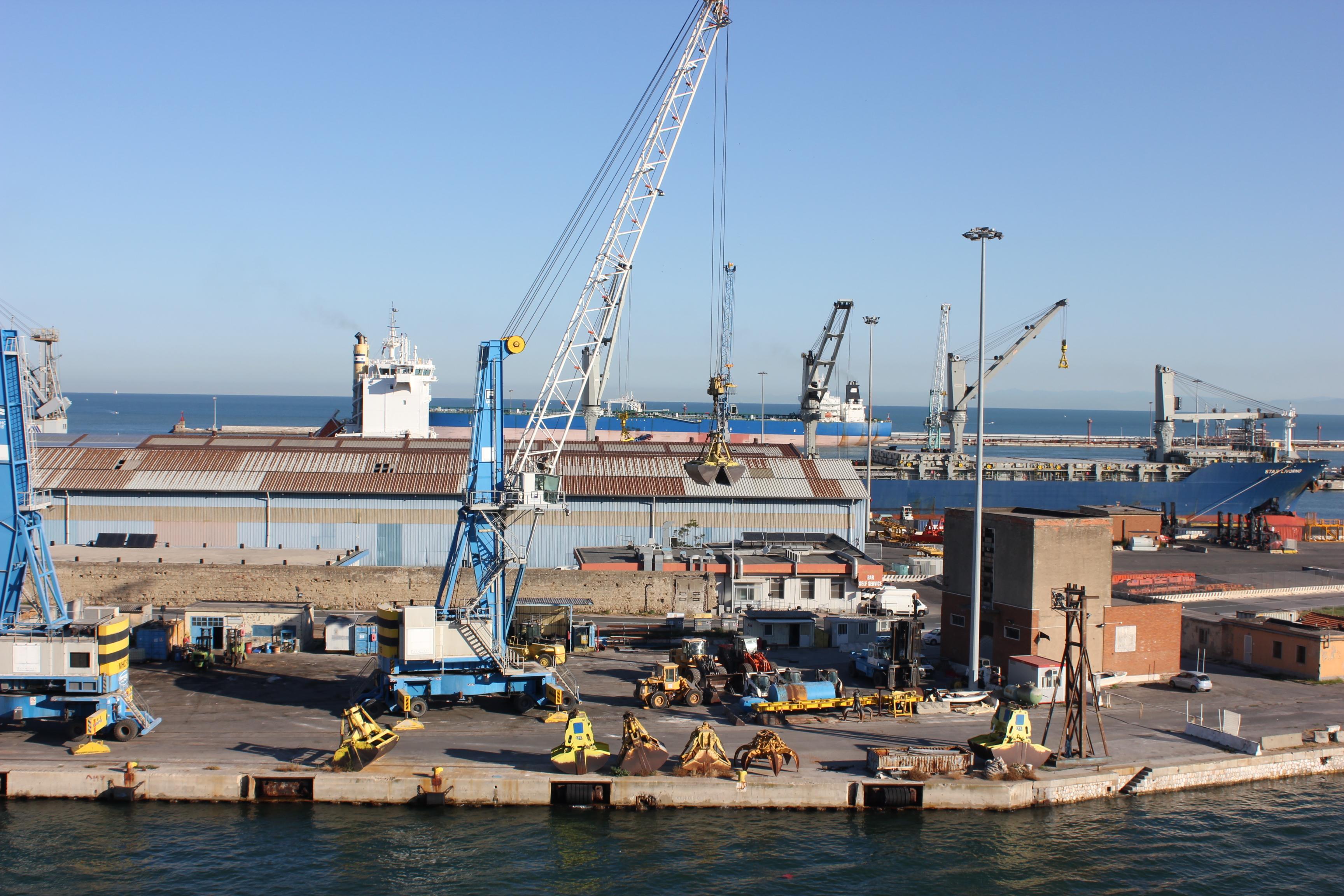 sicurezza in porto area di crisi di livorno