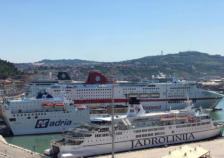 passeggeri traghetti