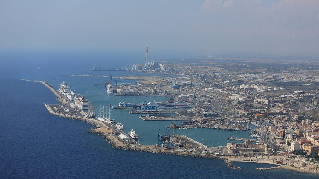 """rimorchio Porto di Civitavecchia: bando per """"ultimo miglio ferroviario"""" una panoramica del porto porti e tassazione Hydrogen valley"""