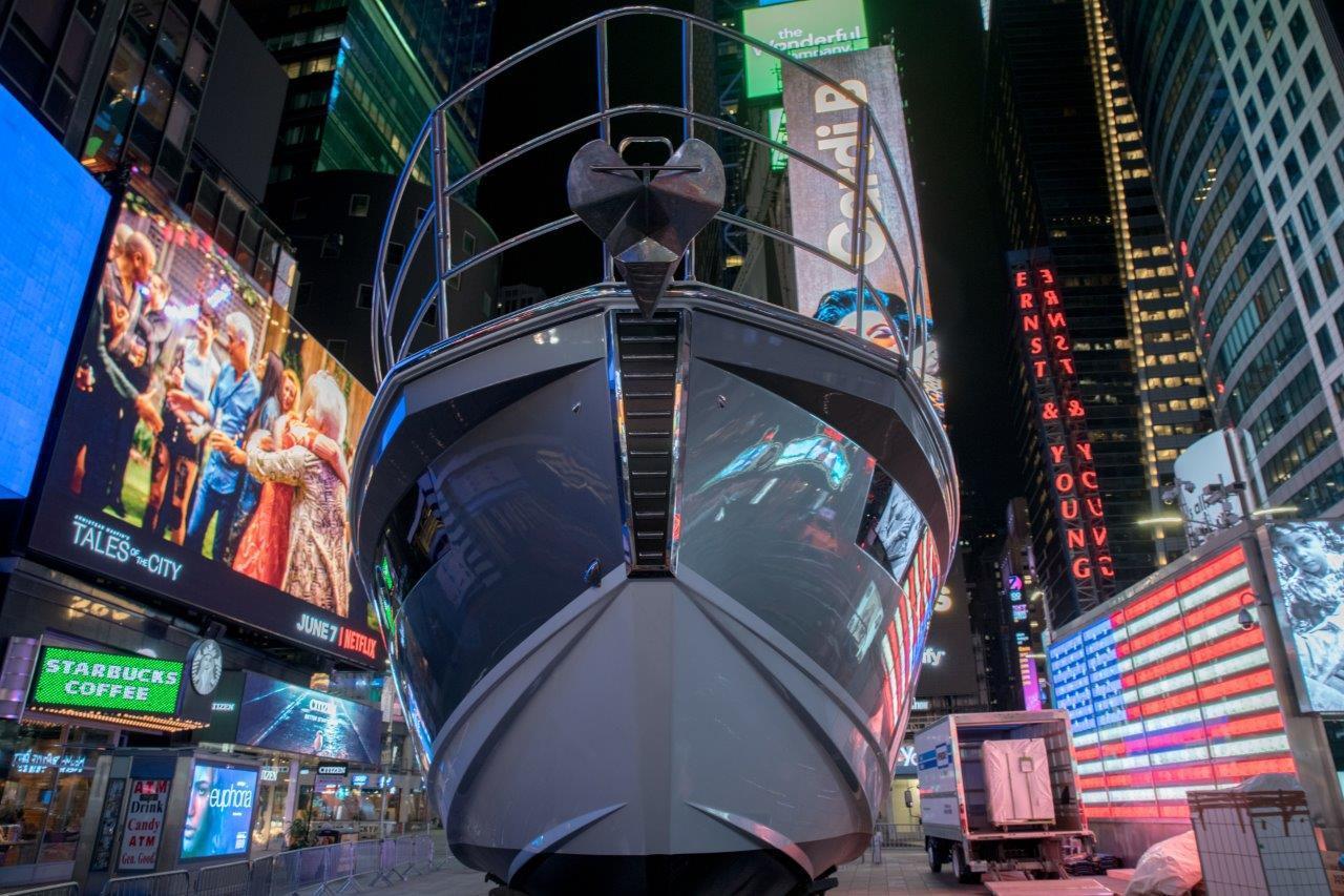 Azimut S6 esposto a Time Square