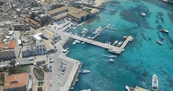 Favignana, venticinque milioni per il porto, visione aerea dello scalo marittimo