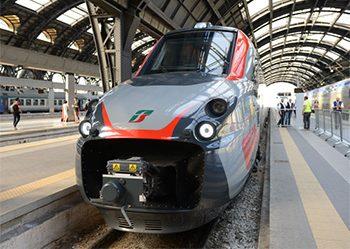 Frecciargento 700, presentato a Bari, la fotografia ritrae il nuovo treno.