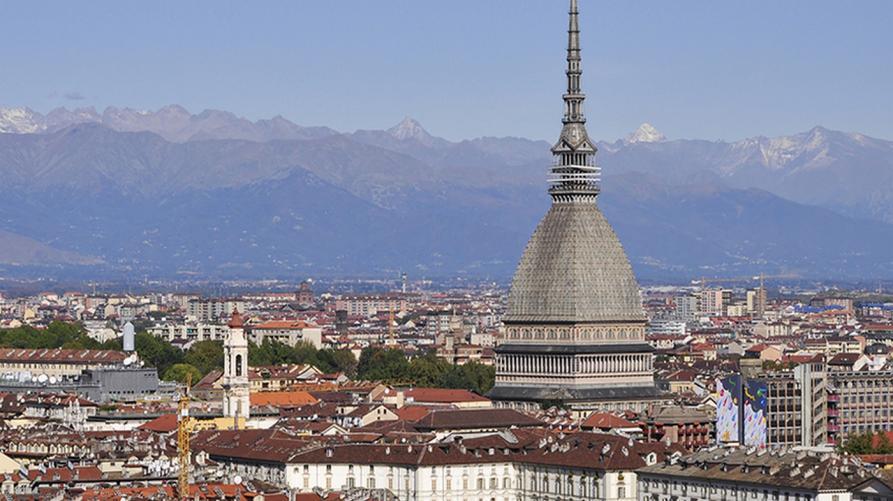 """""""Torino area di crisi industriale complessa"""", veduta della citta di Torino"""