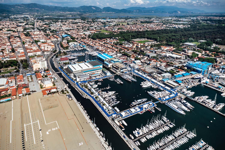 Versilia Yachting: nuove date e cambio di location una visione aerea della fiera di quest'anno