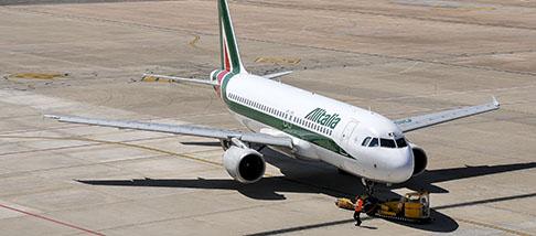 Continuità territoriale: Solinas, dal mimnistro De Micheli, un aereo Alitalia fermo in aeroporto