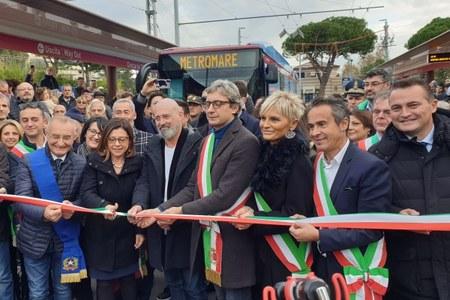 Metromare, da Rimini e Riccione, il taglio edel nasrtro, il giorno dell'inaugurazione