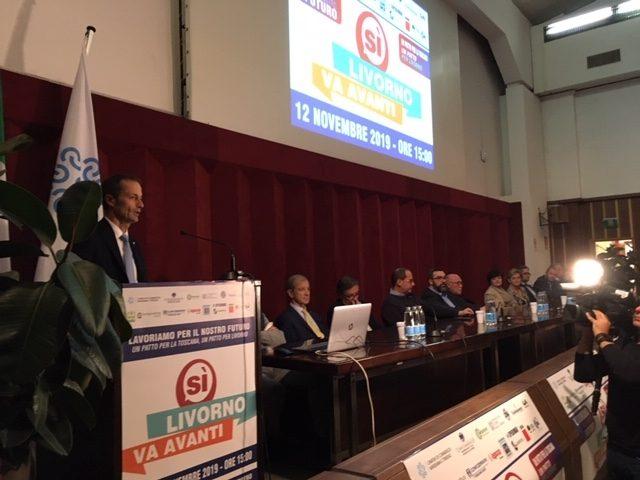 Sì Livorno va avanti, successo di partecipazione. il tavolo dei relatori