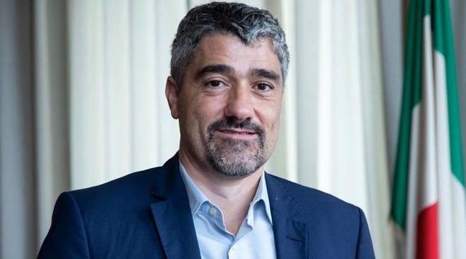 """""""Toti campagna elettorale disperata"""" guesta la dichiarazione del sotosegretario Roberto Taverso ritratto nella fotografia"""