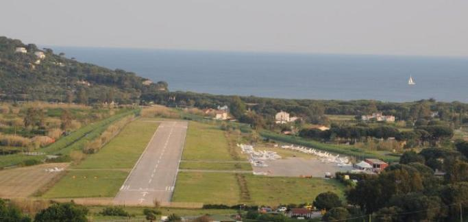 aeroporto dell'elba Silver Air volerà sull' Arcipelago Toscano, una veduta dell' aeroporto Teseo Tesei di Marina di Campo aeroporto dell'elba