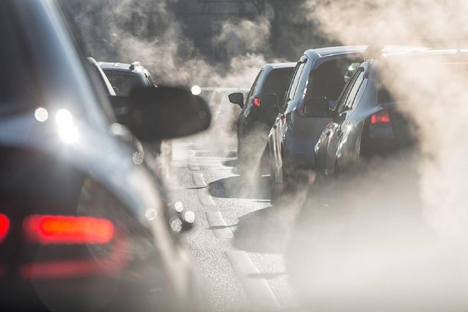 Smog: dl oggi revoca misure primo livello a Monza, Bergamo e Pavia, nella foto auto inconnate che generano smog Blocco del traffico